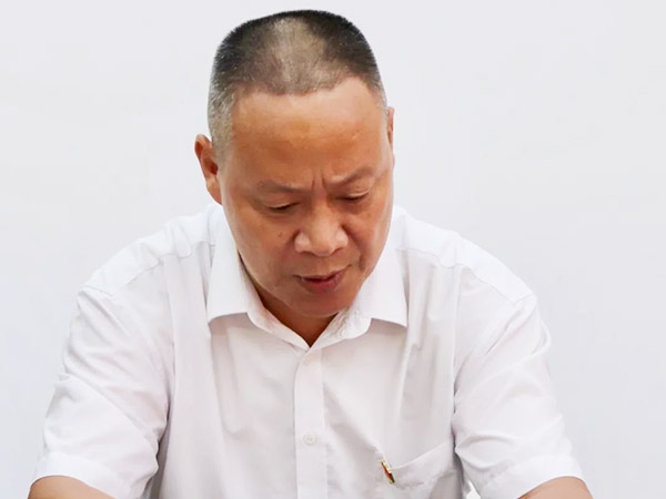 党支部鲁正祥宣读成立批复