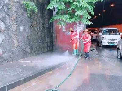 金沙县突降一夜暴雨,玉龙人启动应急清淤保畅通