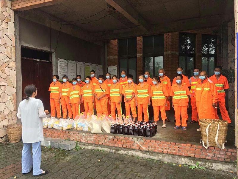 玉龙环保重庆分公司给员工送清凉发放慰问物资2
