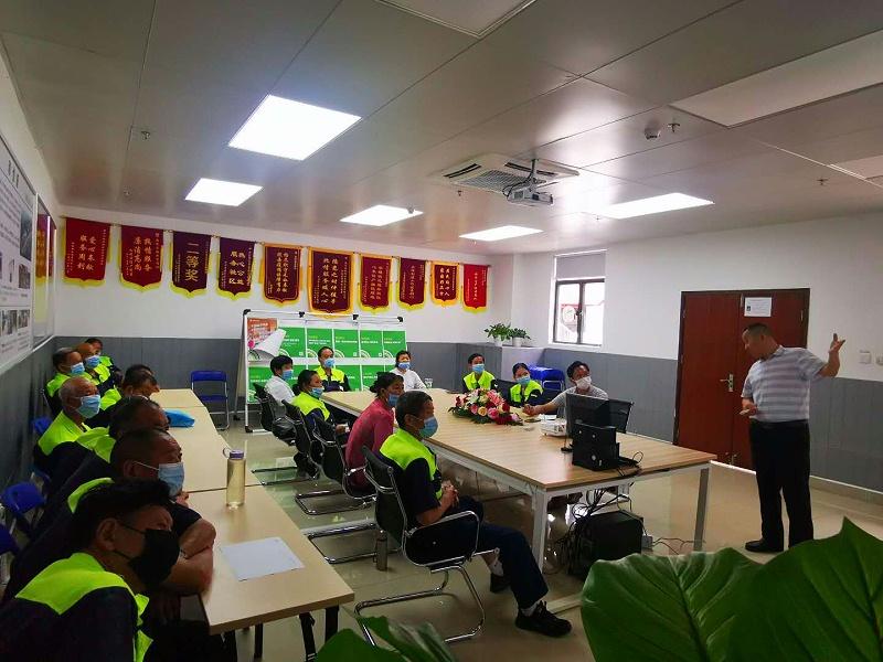 高温与台汛期的安全培训-玉龙环保2