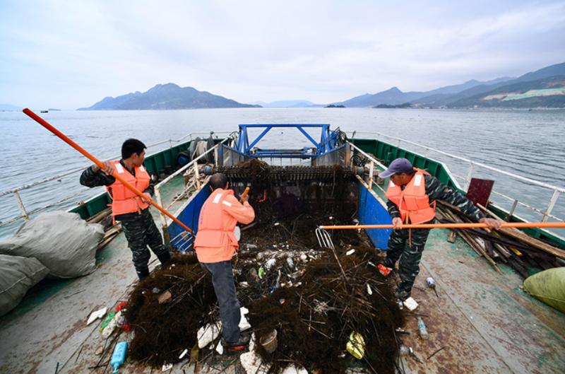 加强源头治理海洋垃圾 共建共享碧海蓝天洁净沙滩1