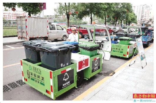 餐厨垃圾收运专用车在上寮旧村垃圾分类作业